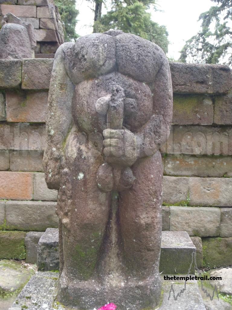 EL FALO DE OSIRIS - Página 5 Statue-768x1024