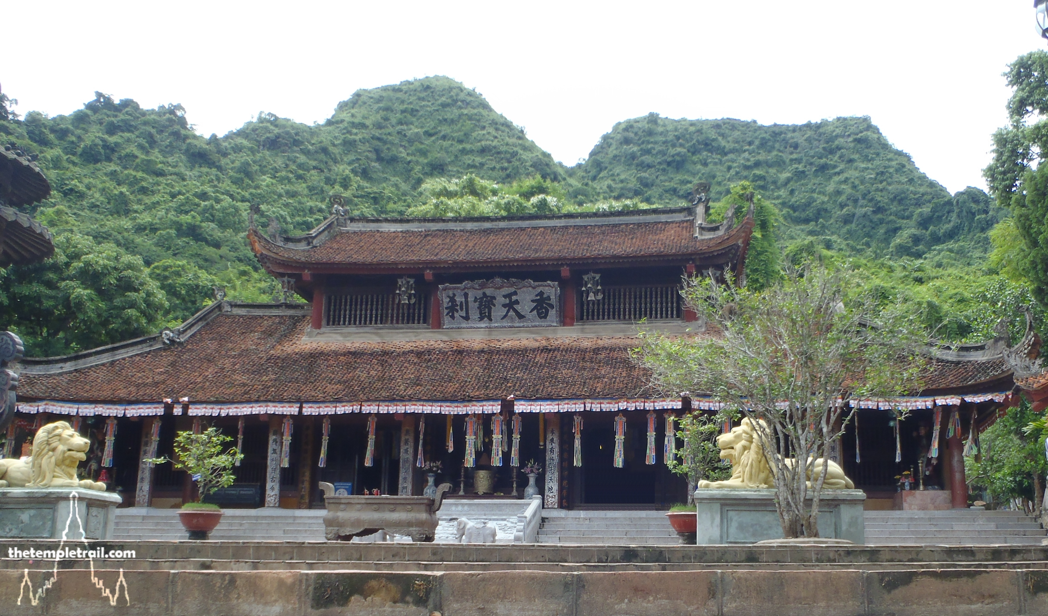 The Perfume Pagoda