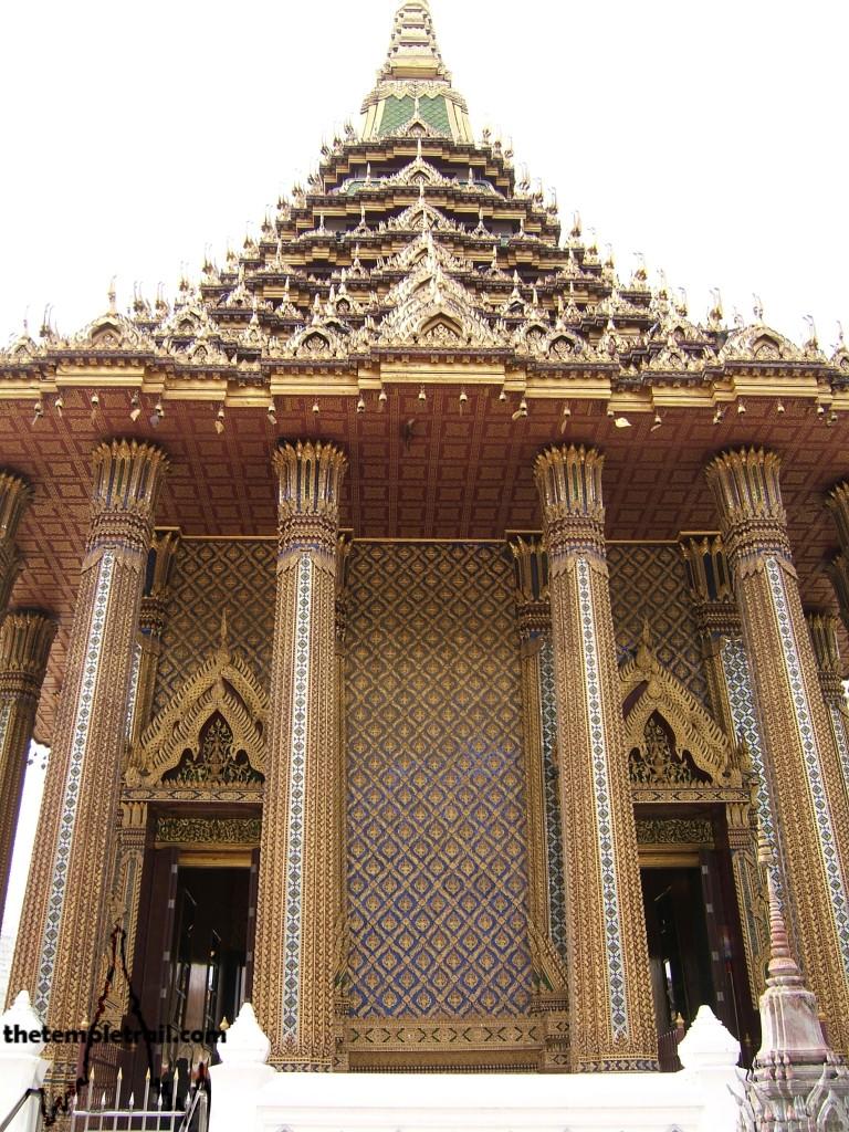 Wat Phra Phutthabat, Mondop Pillars