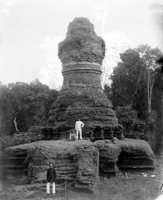 The ruin of Muara Takus stupa in 1933